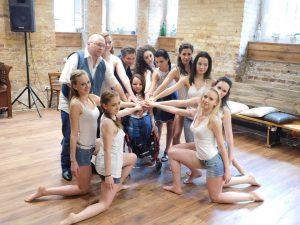 Egy Hídon Szállunk - Összefogás a fogyatékkal élő művészekért Videoklip - Rethy Fashion